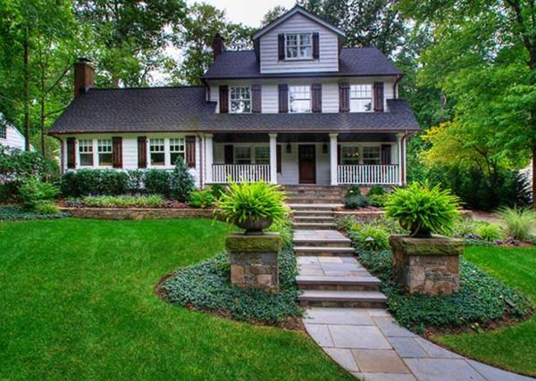 Ландшафтный дизайн перед домом - Травяные диваны
